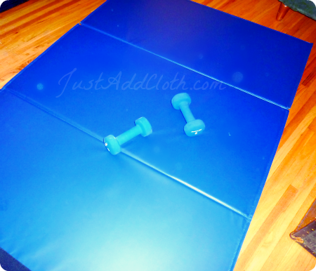 blue gym mat and weights