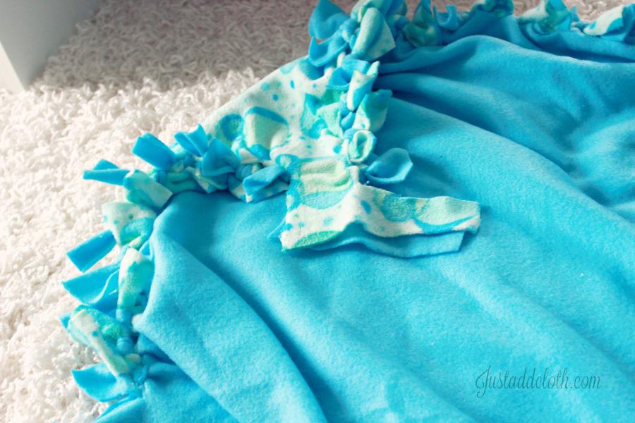 diy fleece tied blanket 3