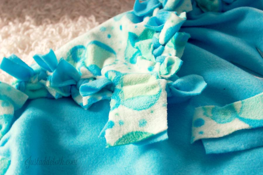 diy fleece tied blanket 4